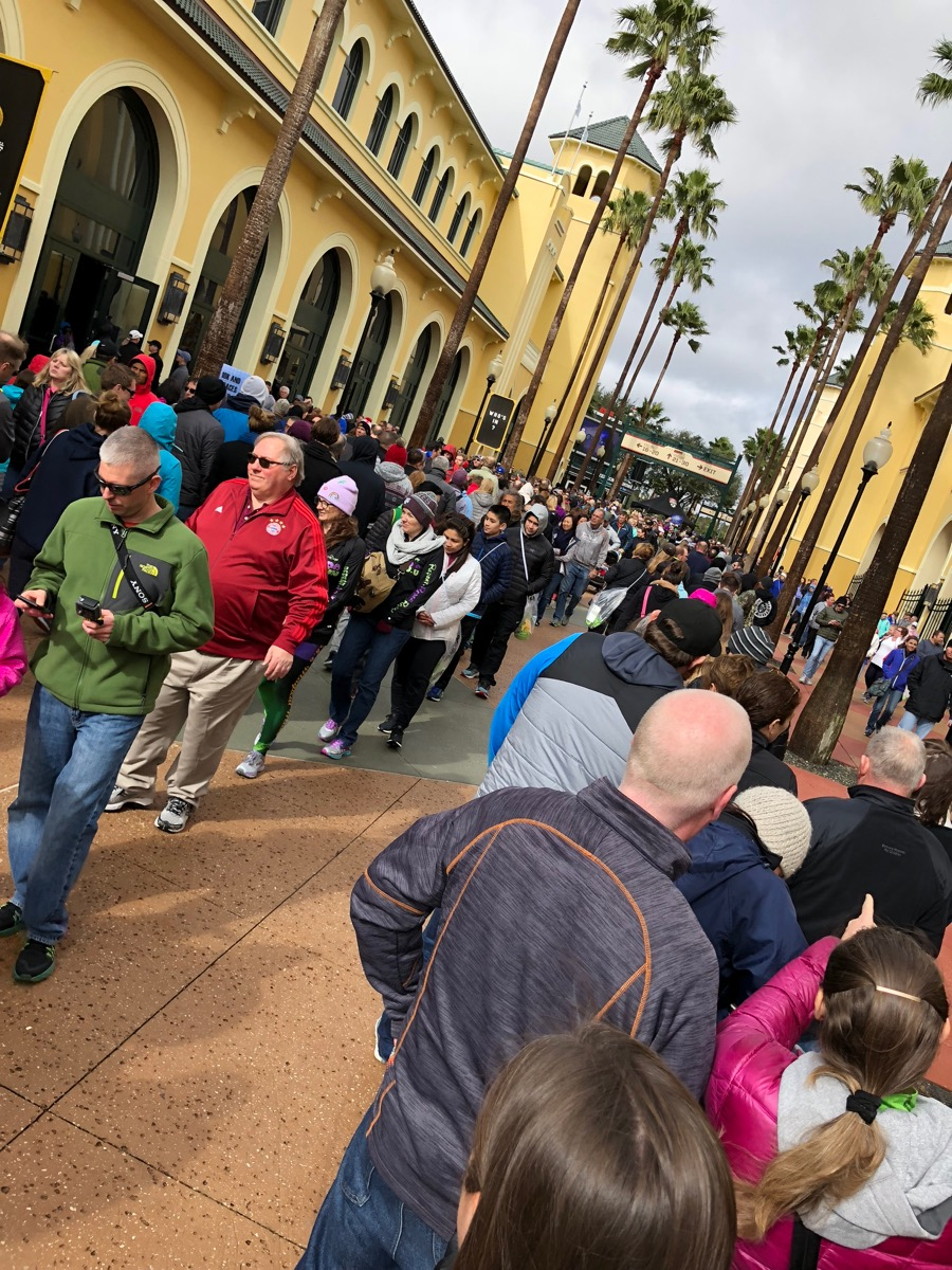 2018 Disney World Marathon Weekend Expo lines